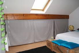 faire un placard dans une chambre placard chambre mansarde armoire de rangement dans la chambre