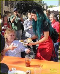 thanksgiving volunteer los angeles kylie jenner u0026 tyga volunteer to feed the homeless before