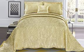 Ivory Quilted Bedspread Bedroom Interesting Quilted Bedspreads For Modern Bedroom Design