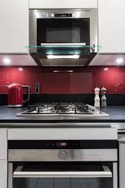 la cuisine dans le bain gd cucine cuisine gain de place et noir plan de