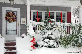 Red And White Outdoor Christmas Decor by Outdoor Christmas Decorating Ideas For An Amazing Porch