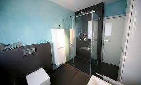Bad Ohne Fliesen Fugenloses Bad Duschen In Einem Meer Aus Blau Und Anthrazit
