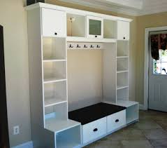 entryway unit featuring crown molding hooks cubbies seating and