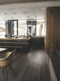 mat en bois obsession une cuisine aménagée bois et noir