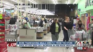 shoppers hit grocery stores for last minute thanksgiving items