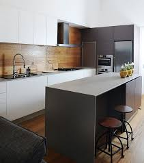 spritzschutz für küche küchenrückwand aus holz statt fliesenspiegel 20 ideen und tipps