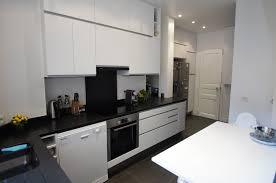 cuisine blanche sol noir cuisine avec sol noir photos design trends 2017 shopmakers us