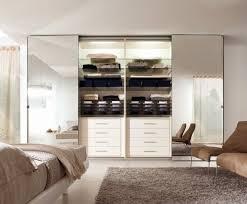 optimiser rangement chambre decoration garde robe de chambre à coucher porte coulissante