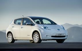 nissan leaf reviews nissan leaf price photos and specs car first drive review nissan leaf tekna 2013