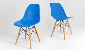 chaise bleue chaise eiffel couleur bleu design assise en polypropylène pieds bois