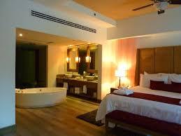 chambre avec salle de bain salle de bain dans chambre une tendance élégante et pratique
