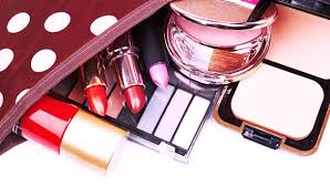 Makeup Kit to pack your travel makeup kit like a pro