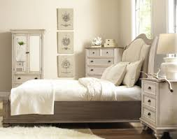 Broyhill Mission Style Bedroom Furniture Broyhill Fontana Chest Of Drawers Farnsworth Sleigh Bedroom