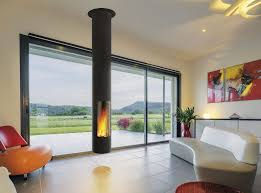 cheminee moderne design cheminée à bois contemporaine à foyer fermé centrale