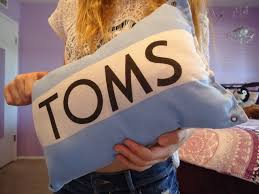 Flag Toms Toms Pillow On The Hunt