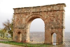 file ancient roman triumphal arch of medinaceli spain jpg