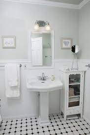 bungalow bathroom ideas 86 best bungalow bathrooms images on pinterest bungalow bathroom
