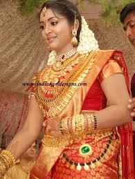navya nair in heavy kerala gold bridal jewellery at wedding