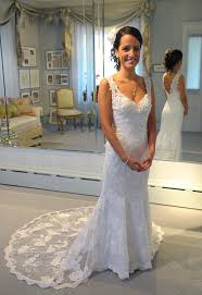 tips for picking out the perfect beach style wedding dress
