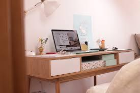 bureau bisous travailler sur un bureau lifestyle