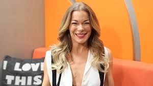 singer leann rimes wallpapers leann rimes gets a shorter haircut for the summer and is u0027loving