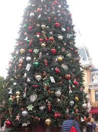 the top 5 places to take your holiday picture at the disneyland