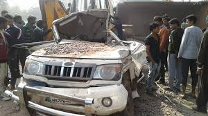 tempo driver dies on the spot following accident on mumbai pune