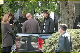 ashton kutcher likes to spread u0027em photo 1041201 ashton kutcher