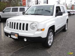 jeep patriot latitude 2011 2011 bright white jeep patriot latitude 4x4 64034324 gtcarlot