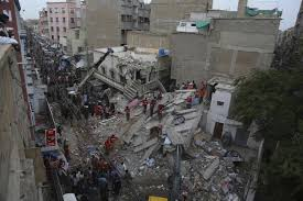 Three Story Building Building In Pakistan Collapses Killing At Least 5 Residents