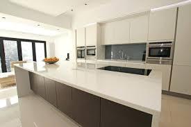 cuisine contemporaine grise le gris dans la cuisine cuisine grise et et bois cuisine