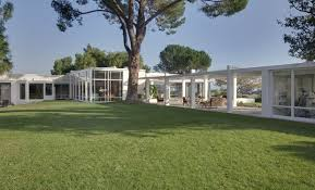 frank sinatra house frank sinatra house images frank sinatra s great glass mansion for sale more hooked on