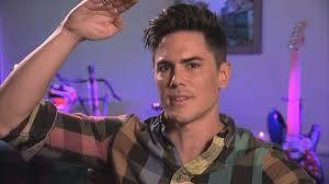 tom scandovals haircut watch tom sandoval s vlog kristen is so obvious vanderpump