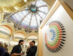 apple watch pop up shop in galeries lafayette closing due to poor