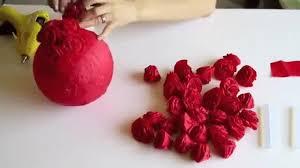 cara membuat bunga dengan kertas hias cantiknya dekorasi mawar dari kertas krep ini yuk buat sebagai