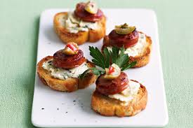 canap toast and blue cheese toasts