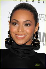 beyonce earrings beyonce dons chanel globe earrings photo 1552621 beyonce