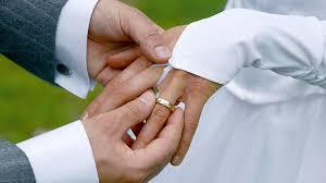 an welchem finger trã gt den verlobungsring ehering tragen oder ablegen was nach der trennung zu tun ist