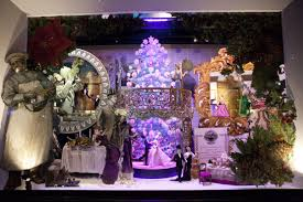 Christmas Window Decorations New York City by Best Holiday Window Displays In New York City