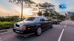 roll royce night rolls royce phantom cruising the night city of singapore youtube