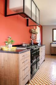 Piano De Cuisson Bois Un Chaleureux Atelier Culinaire Cuisine Chêne Massif Carreaux
