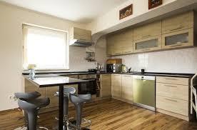 cuisine en bois massif moderne cuisine bois massif où le moderne se souvient de la tradition