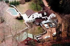 where do clintons live trump vs clinton debating their personal homes