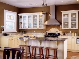 barhocker küche wandfarbe küche braun gemütliche küche gestalten kücheninsel