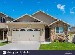 split level house stock photos u0026 split level house stock images