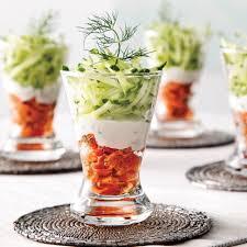 recette de cuisine saumon étagé de saumon fumé et julienne de concombre recettes cuisine