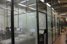 store pour bureau interieur les cloisons amovibles avec store intégré espace cloisons alu ile