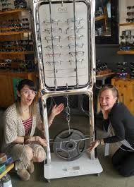 does spirit halloween store sell contacts prescription edge optics