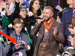 Kid On Phone Meme - who was the kid on his phone during timberlake s halftime show insider