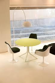 Esszimmer Design Schwarz Weis Kontraste Knoll Saarinen Tulip Stuhl Drehbar Weiß Sitzkissen Tonus